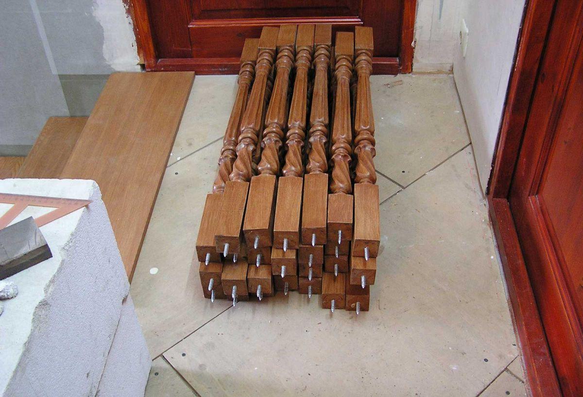 Druhy sloupků.  Sloupky na dřevěné schody.  DIY instalace 4499