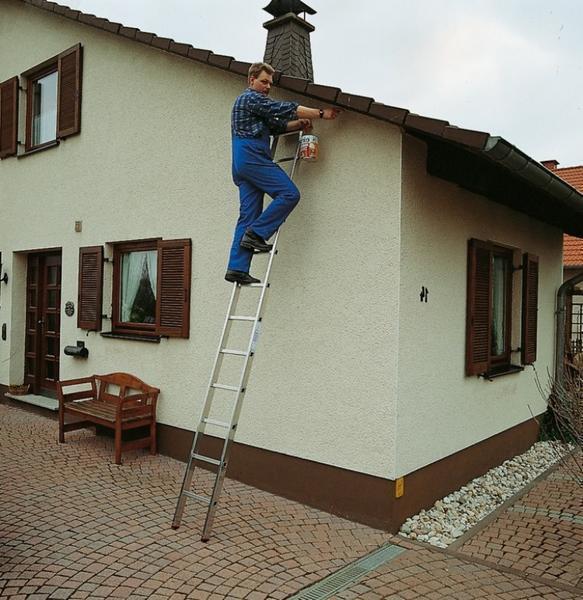 Navíc můžete na žebřík připevnit speciální háky, které zajistí bezpečnější fixaci