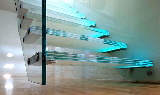 Üveg lépcső