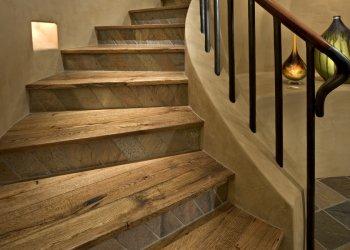 Co jsou stoupačky schodů: význam prvku a způsoby dekorace