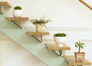 Hogyan kell díszíteni egy lépcsőt: ötletek a mindennapi és az ünnepi dekorációhoz