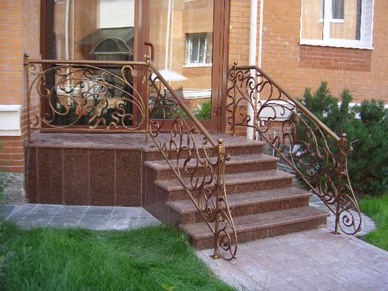 Dokončení verandových schodů porcelánovou kamenina