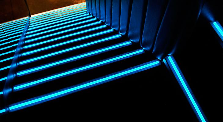 A lépcsőfokok érdekes megvilágítása