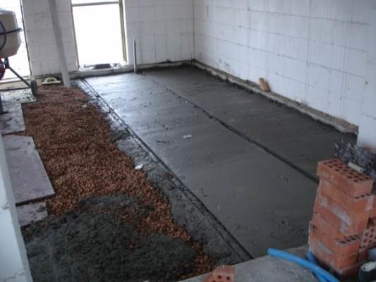 padlóburkolat a földön