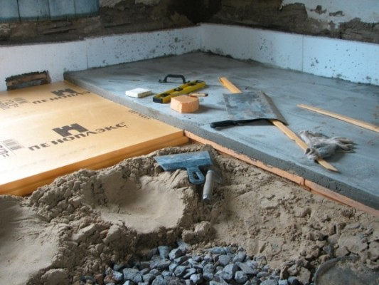 betonpadló szigetelése esztrich nélküli penoplexszel