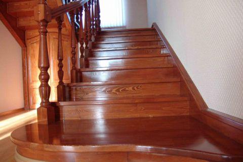 Malování schodů lesklým lakem