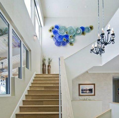 Dekoratív panel a ház szabad lépcsőjén