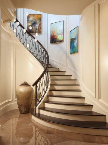 A lépcsők kialakítása egy dekoratív váza alakját követi