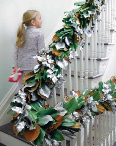 Lépcsőkorlátok díszítése mesterséges növényekkel