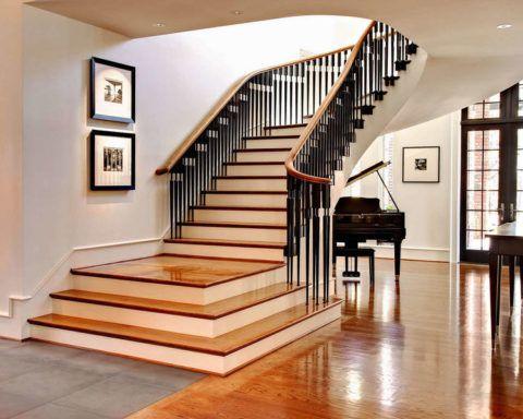 A lépcsősín hasonlít a zongora billentyűire