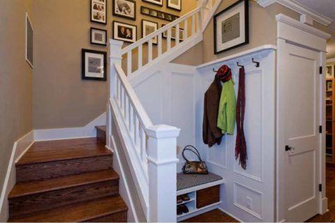 U-alakú lépcsők elrendezése a folyosón