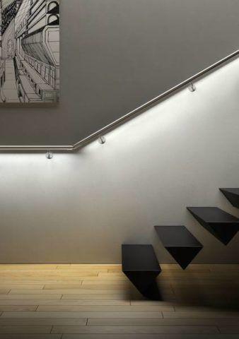 Világító korlát a lépcsőn