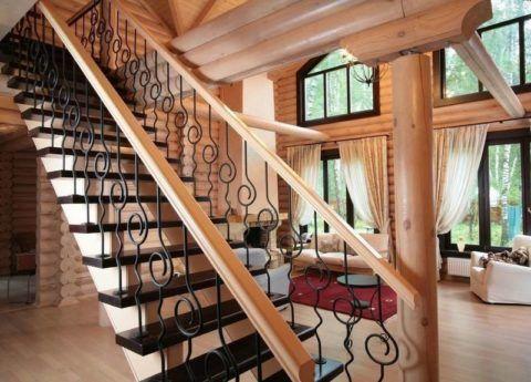 Egyenes lépcső a nappaliban