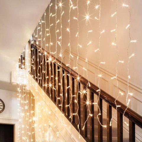 Lépcső dekoráció LED koszorúval
