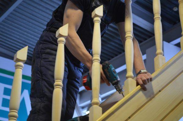 Podpěrná tyč je další spojovací prvek, který zjednodušuje způsob upevnění