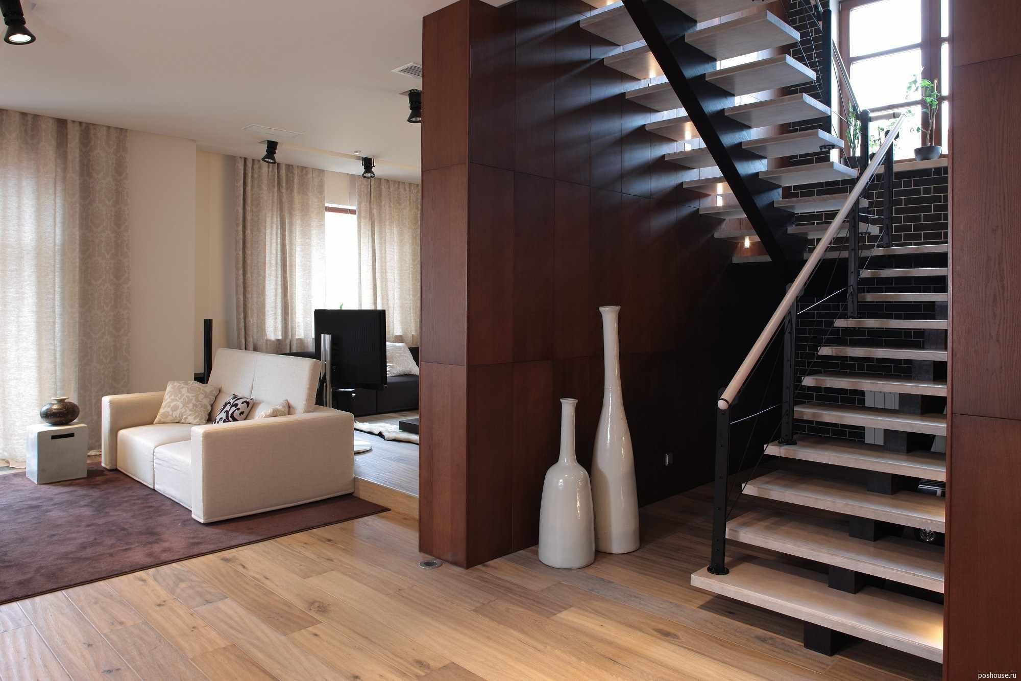 világos belső lépcsőház példa