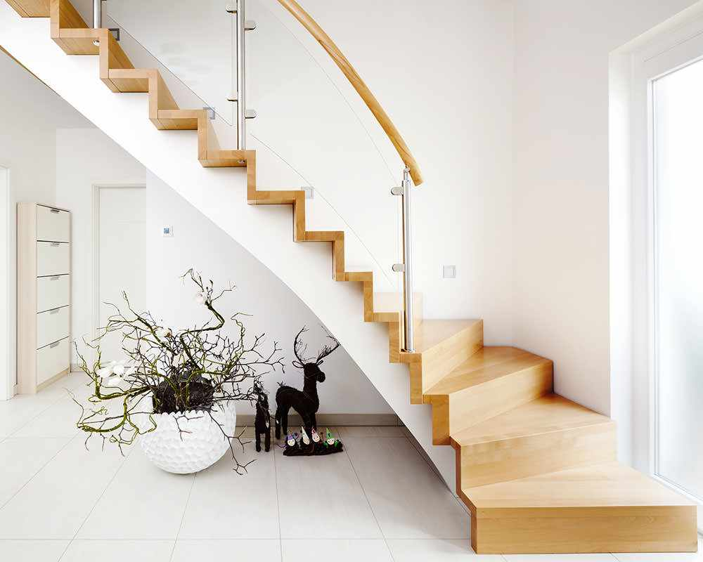 változata egy szokatlan stílusú lépcsőn egy becsületes házban
