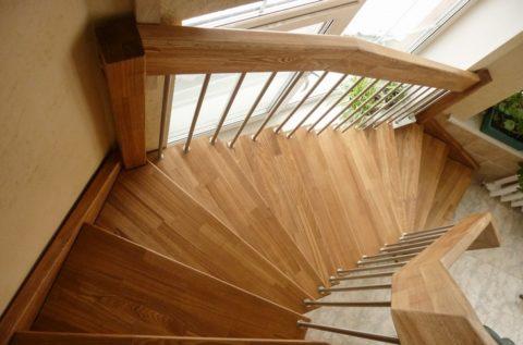 Pomocí navíječů můžete uspořádat libovolný úhel otáčení schodiště