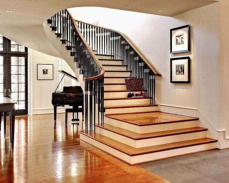 A klasszikusok kecse és szilárdsága hangsúlyozni fogja a zongorát a nappaliban