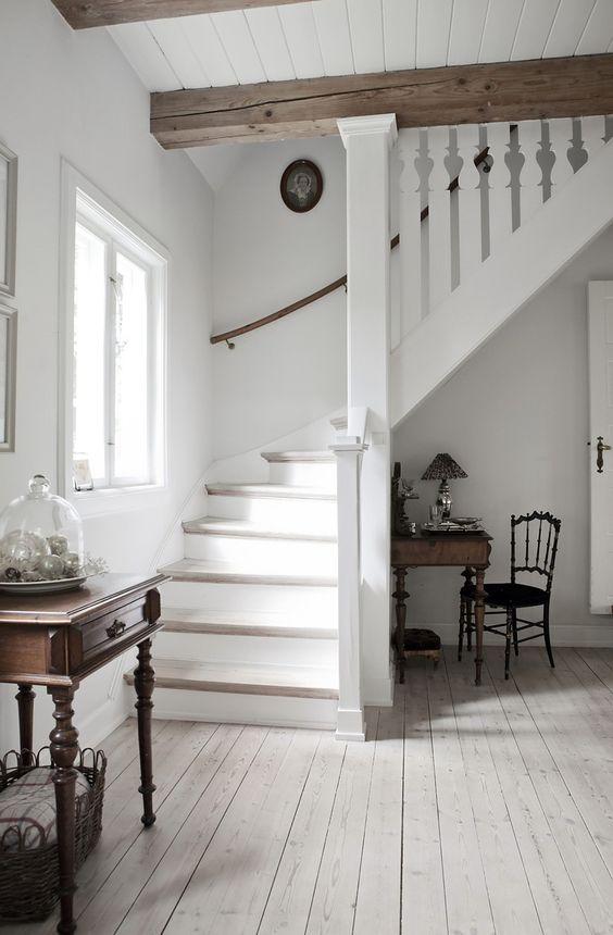 A ház belseje Provence stílusában egyszerű részletek formájában készül