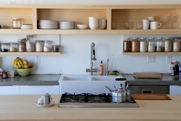 Угловая полка на кухню: открытая выдвижная металлическая кухонная полка