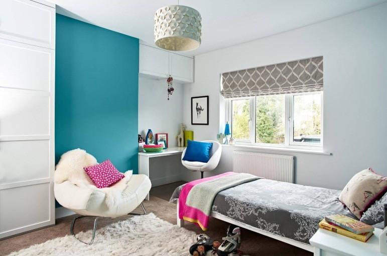 На фото комната для девушки 16 лет, дизайн в светлых тонах