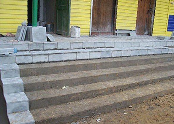 Nejjednodušší způsob, jak provádět takové práce, je, pokud je pozemek vyroben z betonu, zejména pro kroky