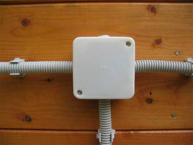 Способы проводки в гофрированной трубе и кабелях-каналах
