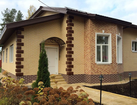 Облицовка фасада дома, выполненная с умом