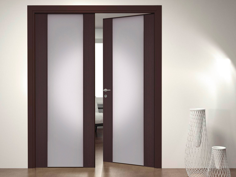 Межкомнатные распашные двери
