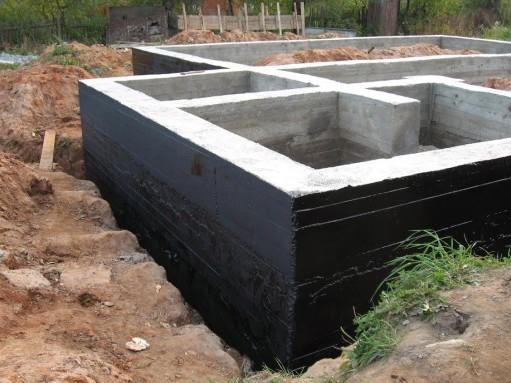 Для чего нужна гидроизоляция фундамента
