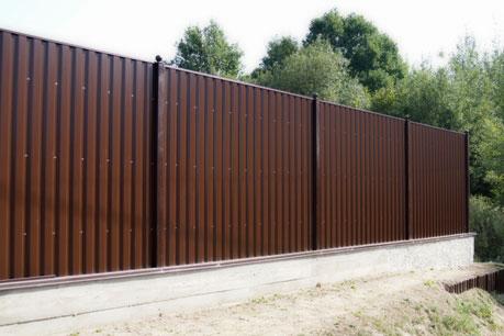 Как изготовить забор из профнастила своими руками